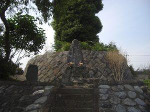 善鸞墓所。厚木市飯山・弘徳寺墓所