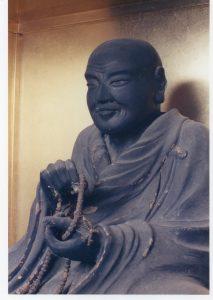 如信坐像。大子町上金沢・法龍寺蔵。本稿では修復前の像の写真を掲載